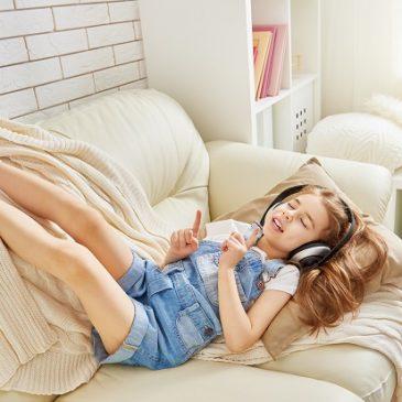 Dlaczego warto puszczać dzieciom słuchowiska?