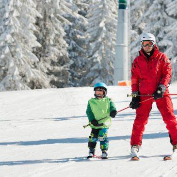 Rodzinny wyjazd narciarski – jak zaplanować udany wypad w góry?